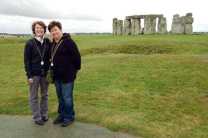 WEB S&H Stonehenge Pose 0458